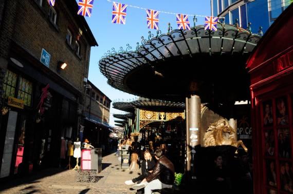 Flower Market czyli gdzie można posłuchać brytyjskiej gwary? A także gdzie zjeśćtradycyjny English breakfast, posłuchać alternatywnej muzyki czy zrobić ekskluzywne zakupy?