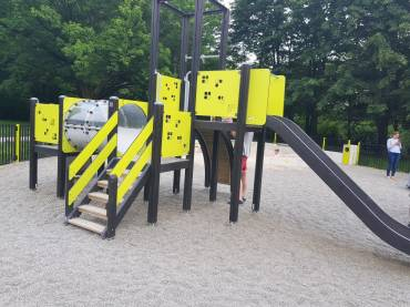 Plac zabaw w Parku Lotników Polskich
